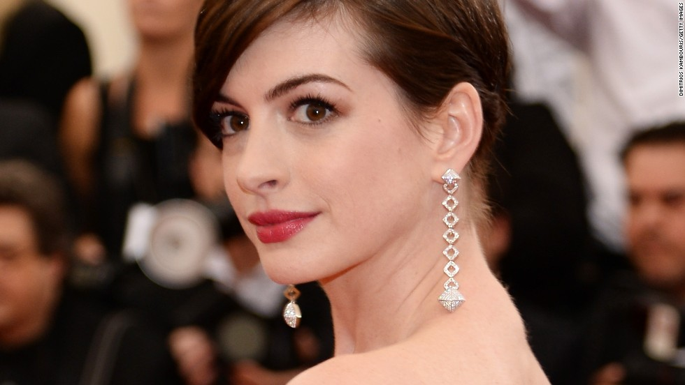 But Hathaway had the glam on full blast at the Met Costume Institute Gala in New York City in 2014.