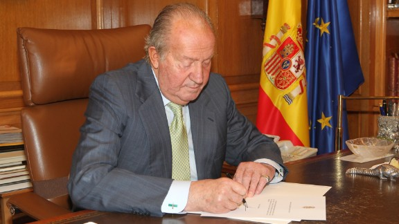 In this handout image provided by the Spanish Royal Palace, King Juan Carlos of Spain signs papers to confirm his abdication on June 02, 2014 in Madrid, Spain