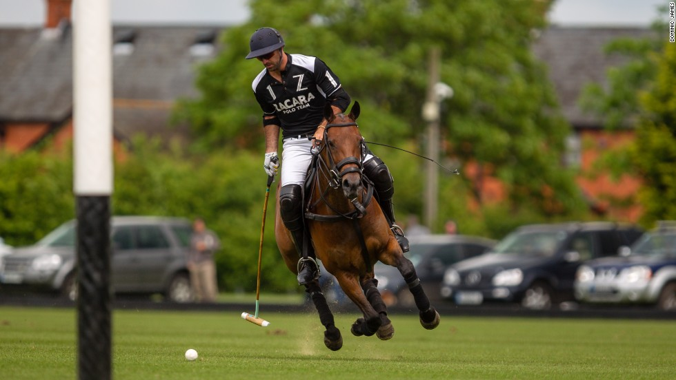 Pieres' grandfather played as an amateur, while his father was a world-class professional player who founded the fabled Ellerstina team, and his brothers Gonzalito and Nicolas also play on the global tour.