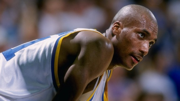 9 Mar 1995: Forward Ed O''Bannon of the UCLA Bruins looks on during a game against the Oregon State Beavers. UCLA won the game, 86-67.
