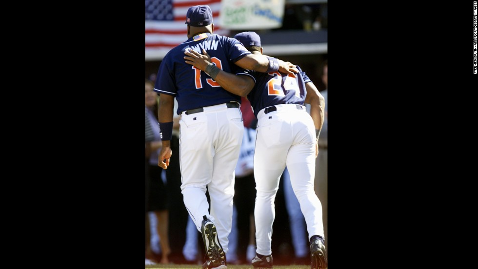 Gwynn celebrates his final game as he walks off the field with teammate Rickey Henderson in 2001.
