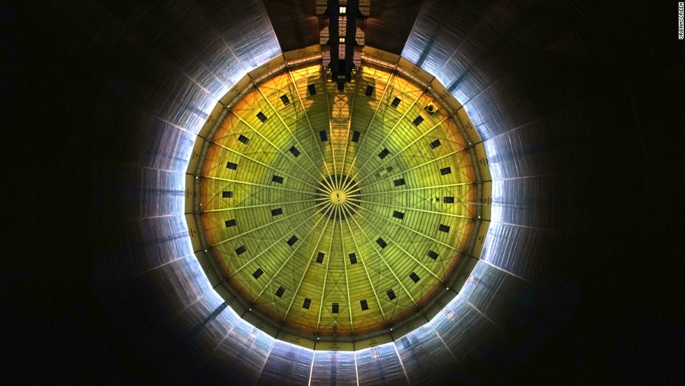 """320° Licht"" - Installation at the Oberhausen Gasometer from Urbanscreen collective."