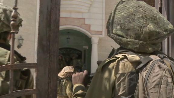 nr pkg wedeman israel hebron search for missing teens_00003801.jpg