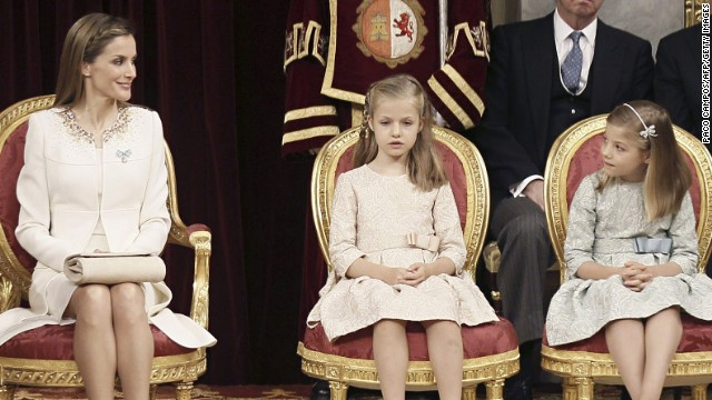 Spain's King Felipe VI speaks as Spain's Queen Letizia, Spanish Crown Princess of Asturias Leonor and Spanish Princess Sofia sit at the Congress of Deputies, Spain's lower House in Madrid on June 19, 2014 for a swearing in ceremony of Spain's new King before both houses of parliament. Spain's King Felipe VI begins a new reign today already facing a threat to the unity of his kingdom as the northeastern region of Catalonia fights to hold an independence referendum on November 9. AFP PHOTO / POOL/ PACO CAMPOS (Photo credit should read PACO CAMPOS/AFP/Getty Images)