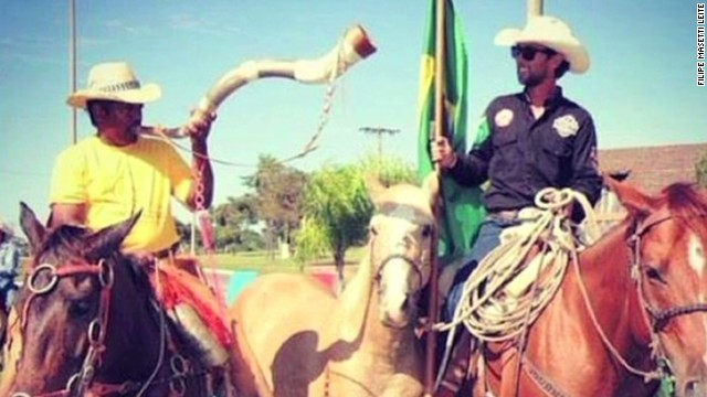ath man rides horse to world cup_00000515.jpg
