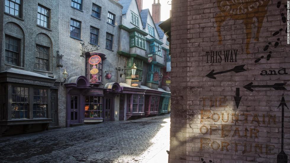 21fade6dfd7 Sneak peek  Harry Potter s Diagon Alley