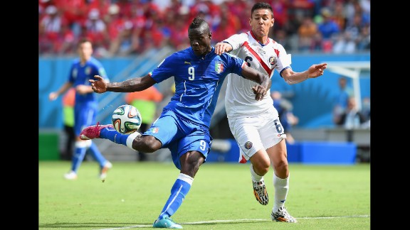 Balotelli attempts a shot as Oscar Duarte gives chase.