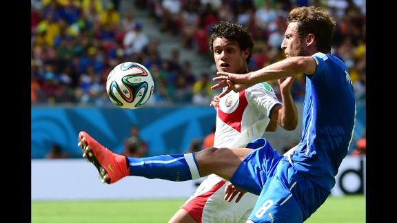 Tejeda, left, and Italy midfielder Claudio Marchisio compete.