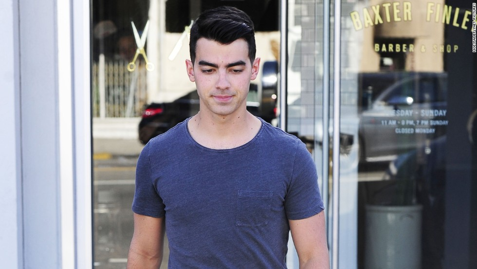 Joe Jonas stops to get a haircut on June 19 in West Hollywood, California.