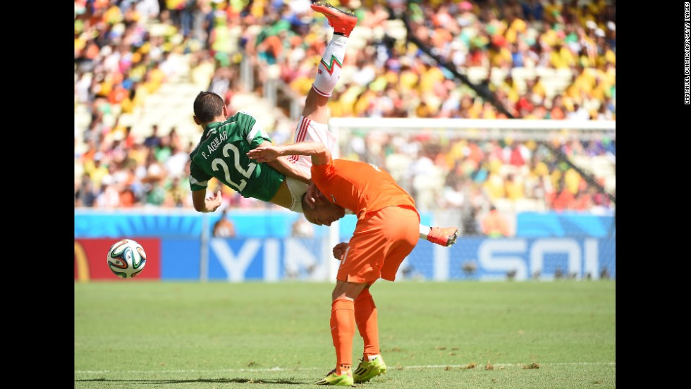 Arjen Robben of the Netherlands, right, is challenged by Paul Aguilar of Mexico.