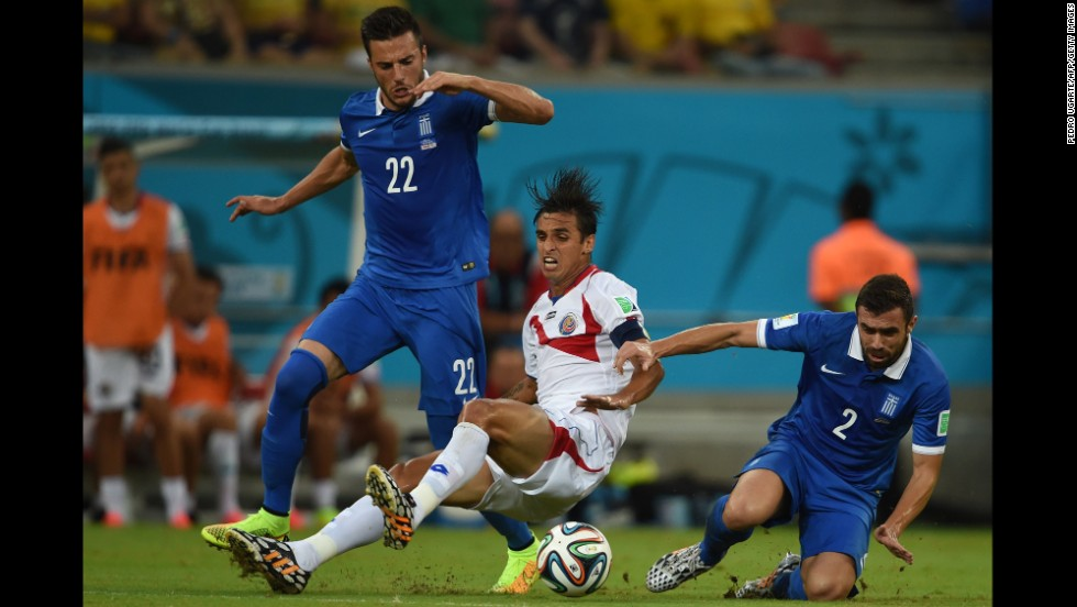 Costa Rica's captain Bryan Ruiz, center, competes for the ball with Greece's Andreas Samaris, left, and Greece's Giannis Maniatis.