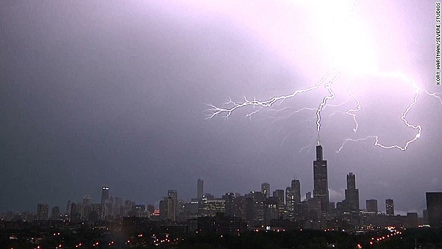 lightning strikes willis tower Kory Hartman Severe Studios_00004225.jpg