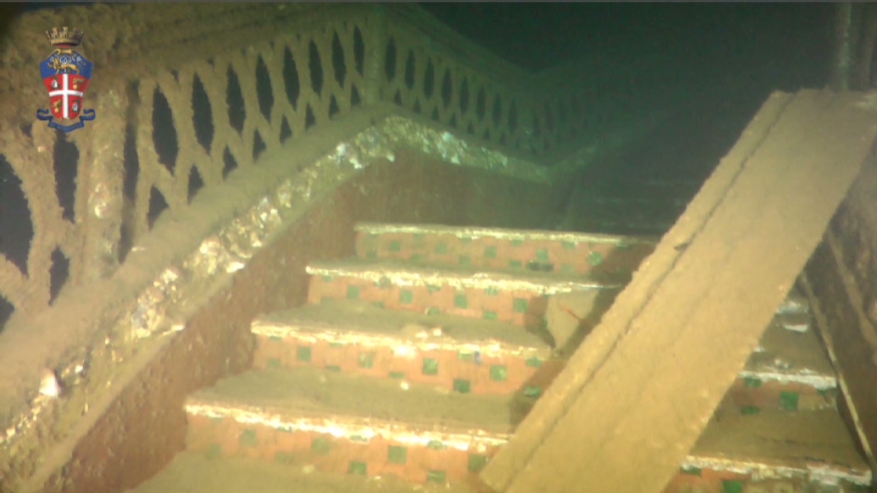 New images from inside Costa Concordia - CNN Video