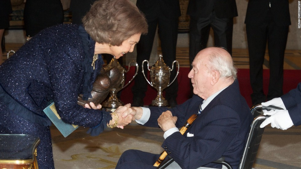 Di Stefano receives the Francisco Fernandez Ochoa National Prize from Queen Sofia of Spain during the National Sports Awards ceremony at El Pardo Palace on December 5, 2012 in Madrid, Spain.