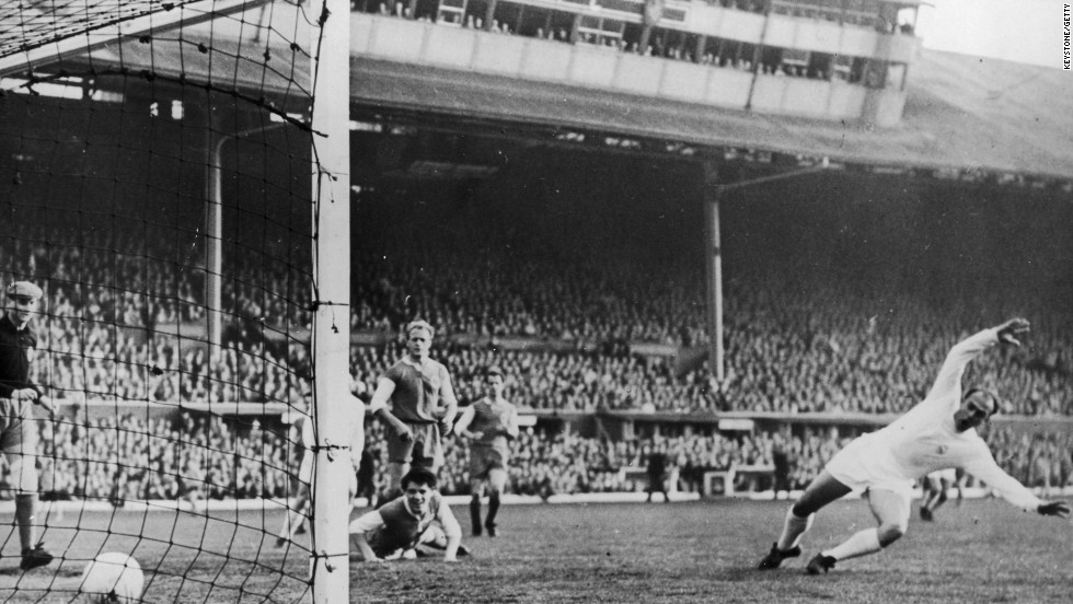 Di Stefano scores Madrid's first goal against Eintracht Frankfurt during the European Cup Final in Glasgow on May 18, 1960. Madrid won 7-3.