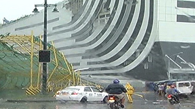 Typhoon Rammasun strikes Phillipines