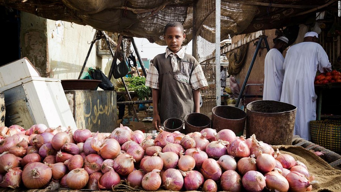 Abdelbagi, at 12 years of age, is a connoisseur and expert onion salesman at Soug Al-Oshara.