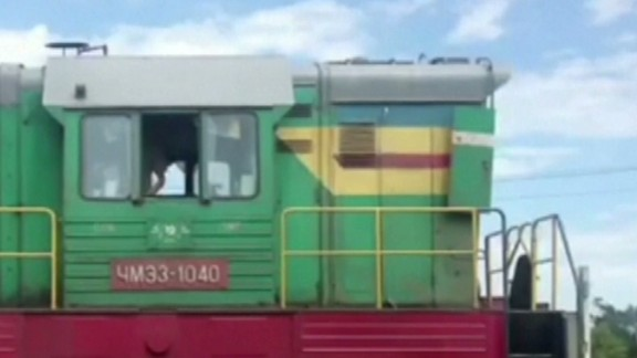 nd mh17 bodies put on train_00002208.jpg