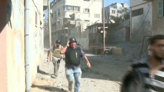 tsr dnt wedeman cnn crew turned back by gunfire in gaza _00001409.jpg