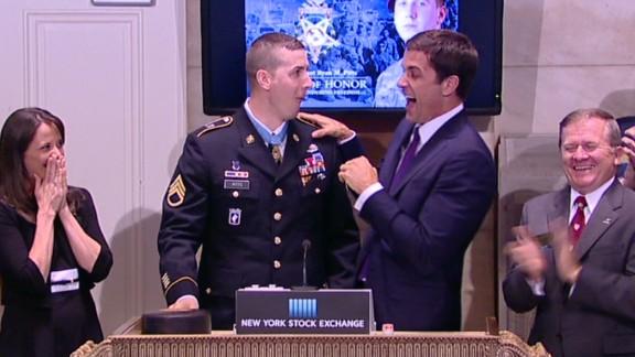 vonat medal of honor recipient breaks nyse gavel_00003430.jpg