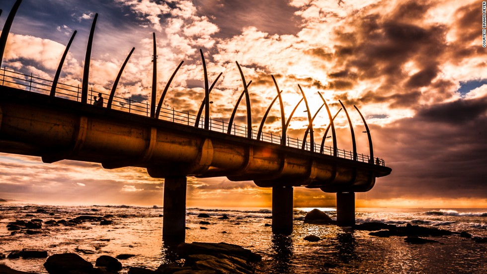 La distintiva estructura de huesos de ballenas del muelle Umhlanga ganó el South African National Award for Oustanding Civil Engineering Achievement.