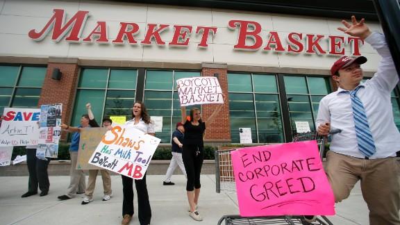 Market Basket employees protesting at Haverhill, Massachusetts.