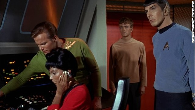 Still of Leonard Nimoy, William Shatner, Nichelle Nichols and Robert Walker in Star Trek (1966)