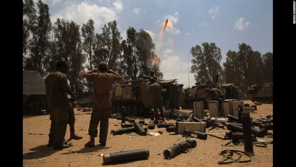 Israeli soldiers fire a mortar shell toward Gaza from the Israeli side of the border on August 4.