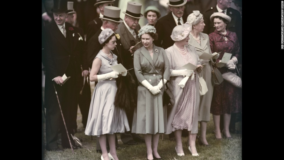 From Left Princess Margaret Queen Elizabeth Ii And The Mother Visit Epsom Downs
