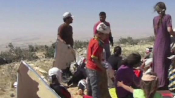 pkg watson iraq yazidis at mt shingal_00000721.jpg