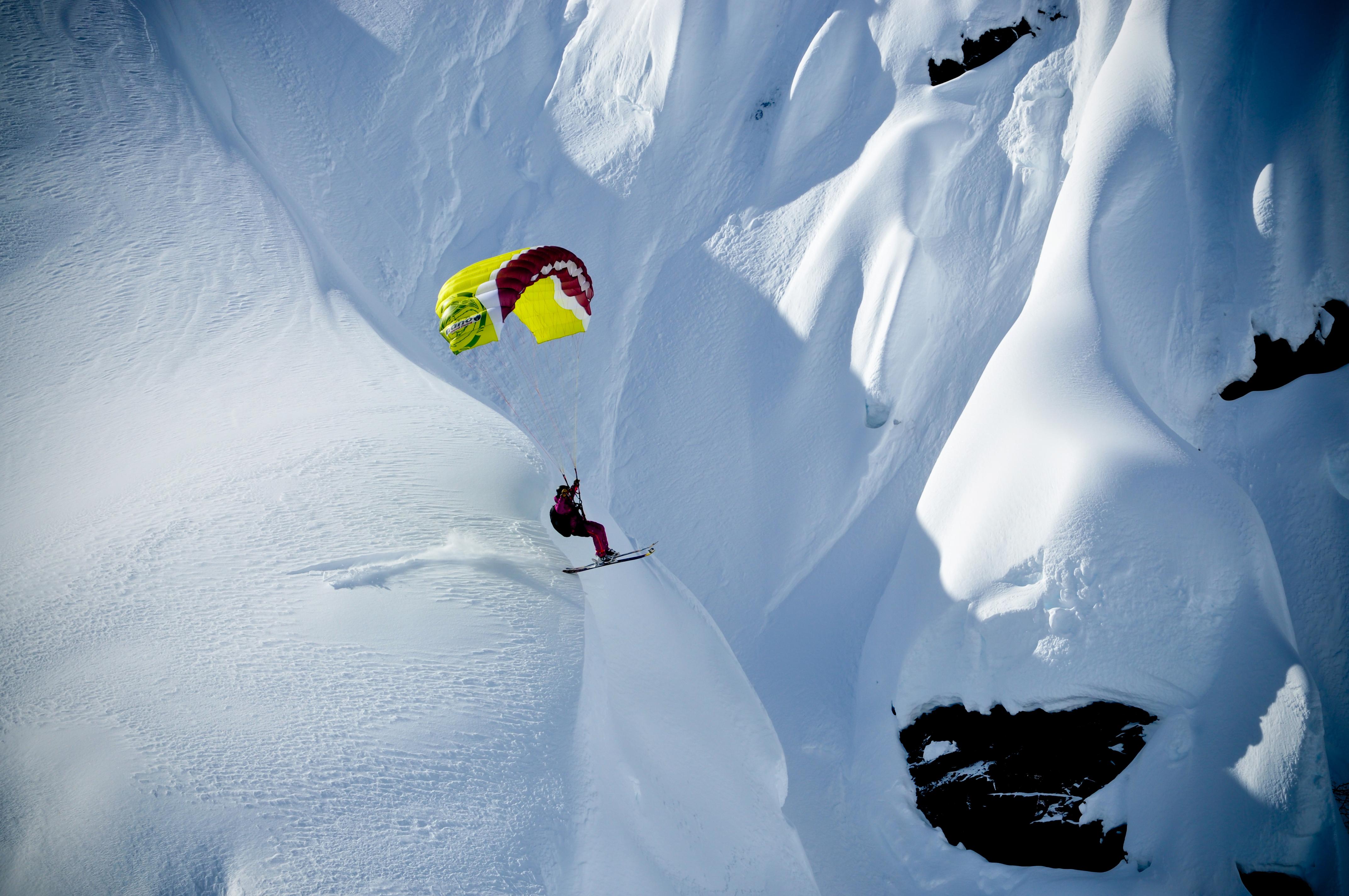 Peak rush paragliding the swiss alps cnn travel publicscrutiny Gallery