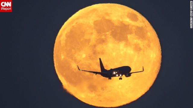 Spring Airlines sells moon-viewing flights