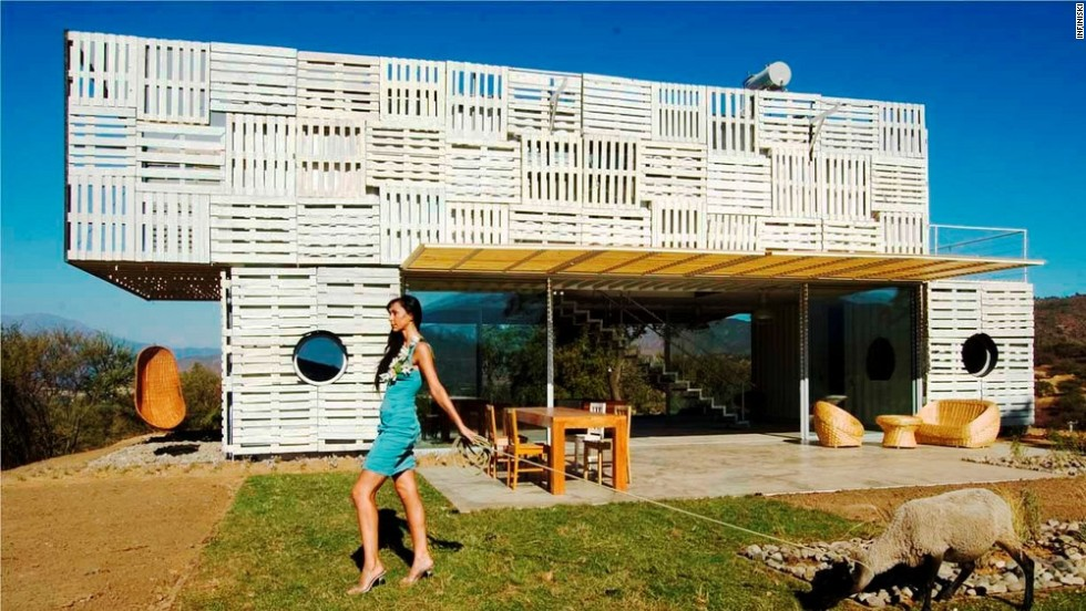 Infiniski Manifesto House in Chile - the high end of trash design.