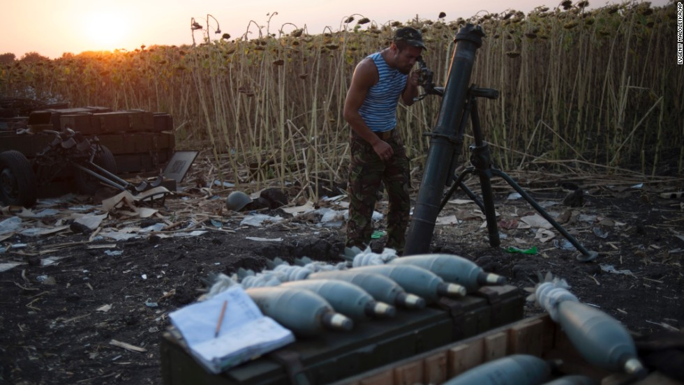 A Ukrainian soldier prepares a mortar at a position near Ilovaisk on August 14.