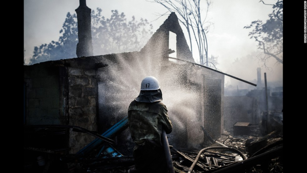A fireman tries to extinguish a fire after shelling in Donetsk on August 16.