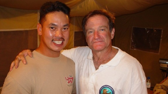 "While stationed in Pakistan in 2002, ""lifelong fan"" Del Dayrit was thrilled to meet the comedic actor. Although they only spoke briefly, Dayrit said he could tell ""how genuine and sincere [Williams] is as a human being."""