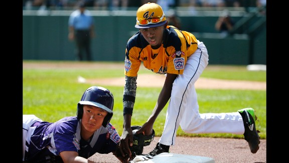 South Korea's Jae Yeong-hwang, left, is tagged out by Chicago's Cameron Bufford while attempting to steal third.