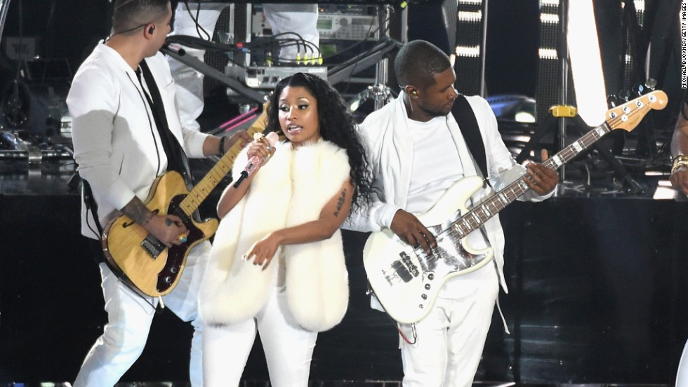 Nicki Minaj and Usher perform at the 2014 MTV Video Music Awards.