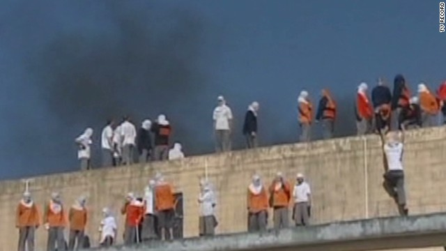 4 dead, 2 beheaded in Brazil prison riots