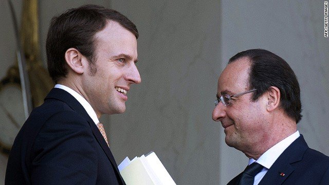 Francois Hollande (R) speaking with Emmanuel Macron.