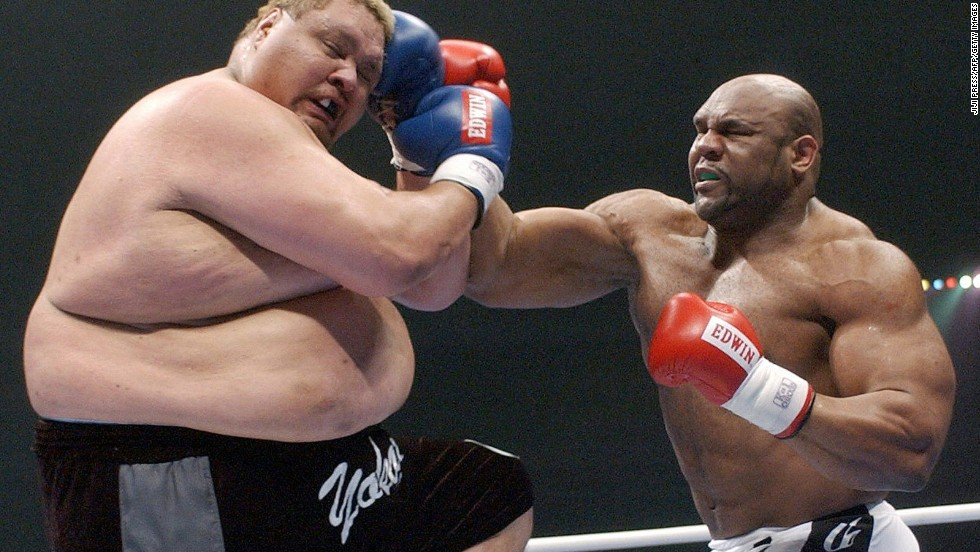 Fight flashback. In December 2003, former NFL player Bob Sapp (right) takes on Hawaiian-born former sumo wrestler Taro Akebono in a K-1 bout in Nagoya, Japan. Sapp won by technical knockout.