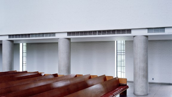 The First Christian Church (originally known as the Tabernacle Church of Christ) in Columbus, Indiana. Architect: Eliel Saarinen.