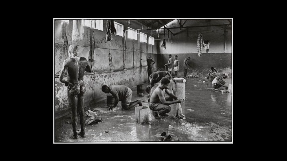 No known caption (According to Struan Robertson, washing conditions at the mines were primitive. Shower rooms were crowded with men trying to bathe while others did their meager laundry.)