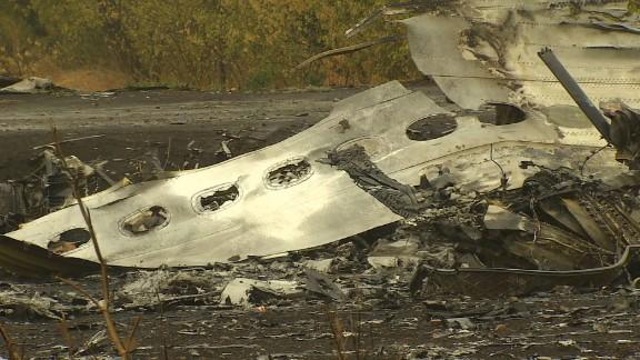 pkg magnay ukraine mh17 crash site_00002801.jpg