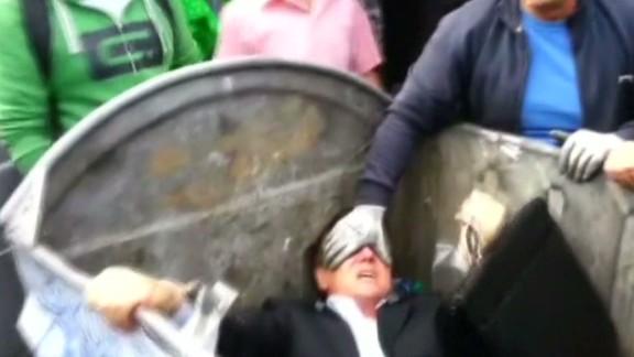sot ukrainian politician dumpster_00004906.jpg