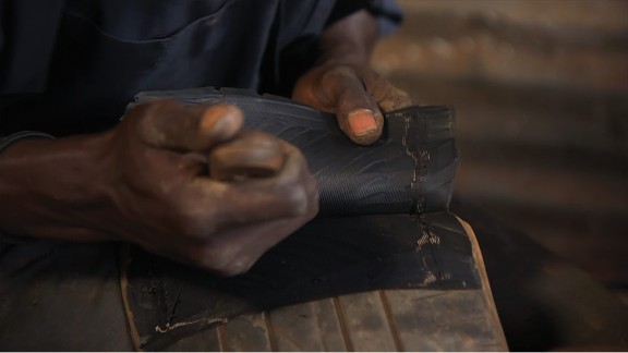 """""""...We get the piece from the tire that we are interested in... So you can now see the shoe is now coming out."""""""