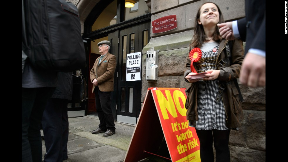 Campaigners on both sides of the issue stand outside a polling station in Edinburgh on September 18.