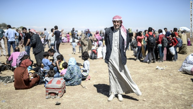 Tens of thousands of Kurds flee Syria