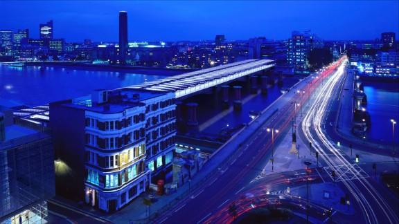 London's Blackfriars bridge and railway station opened in 1886.