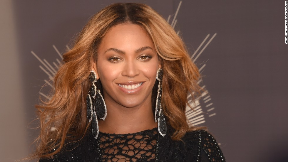 "<a href=""http://hellobeautiful.com/2010/09/08/beyonce-settles-lawsuit-with-neighbor-she-annoyed/"" target=""_blank"">Beyonce settled a suit in 2010</a> with a resident in Hollywood Hills who said she used his property without permission for a video shoot."